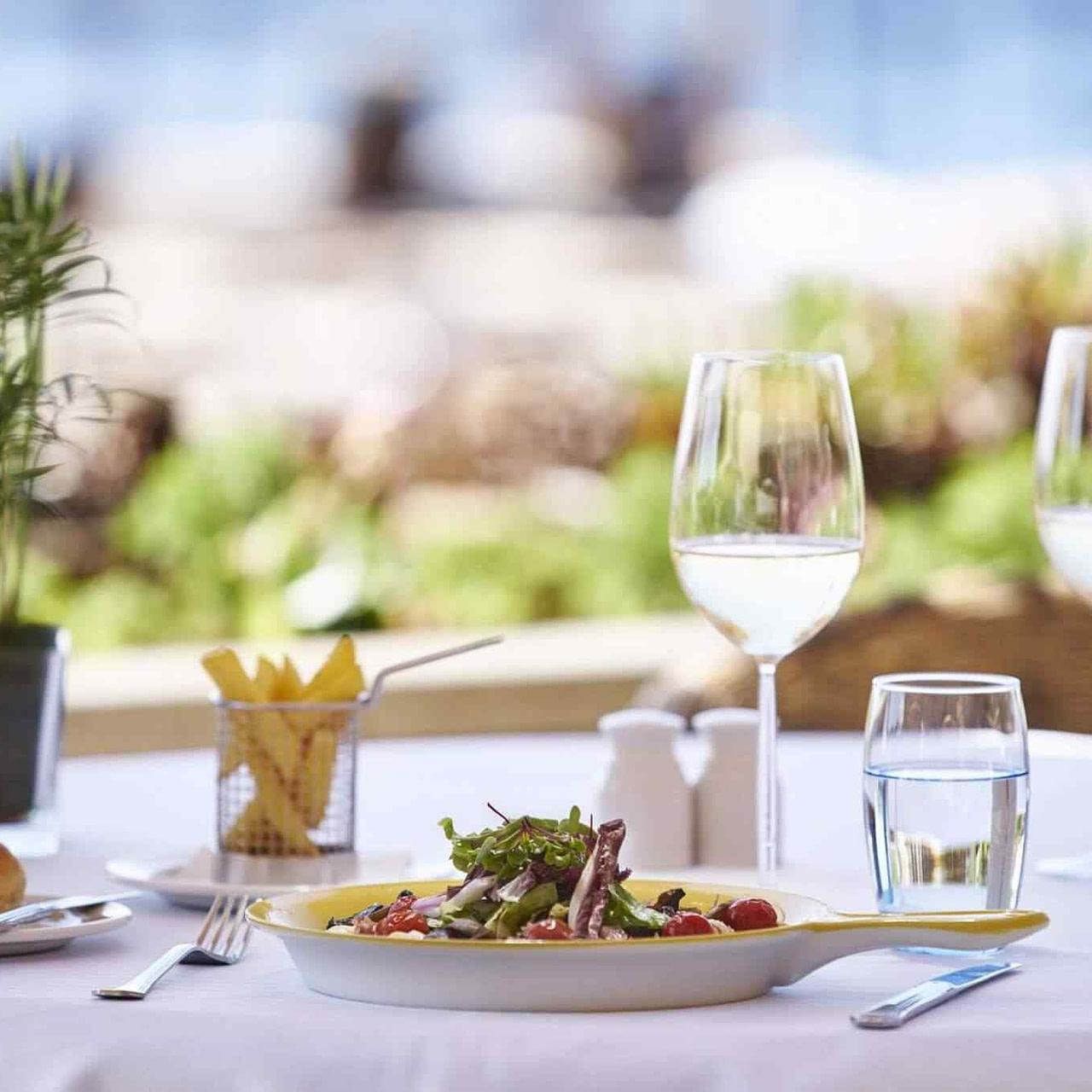 https://mlohvc80vfmp.i.optimole.com/KzqGvII-HQY4PVJz/w:1280/h:1280/q:90/rt:fill/g:ce/https://www.apperitivo-directory.beer/wp-content/uploads/2017/08/restaurant-01-6.jpg
