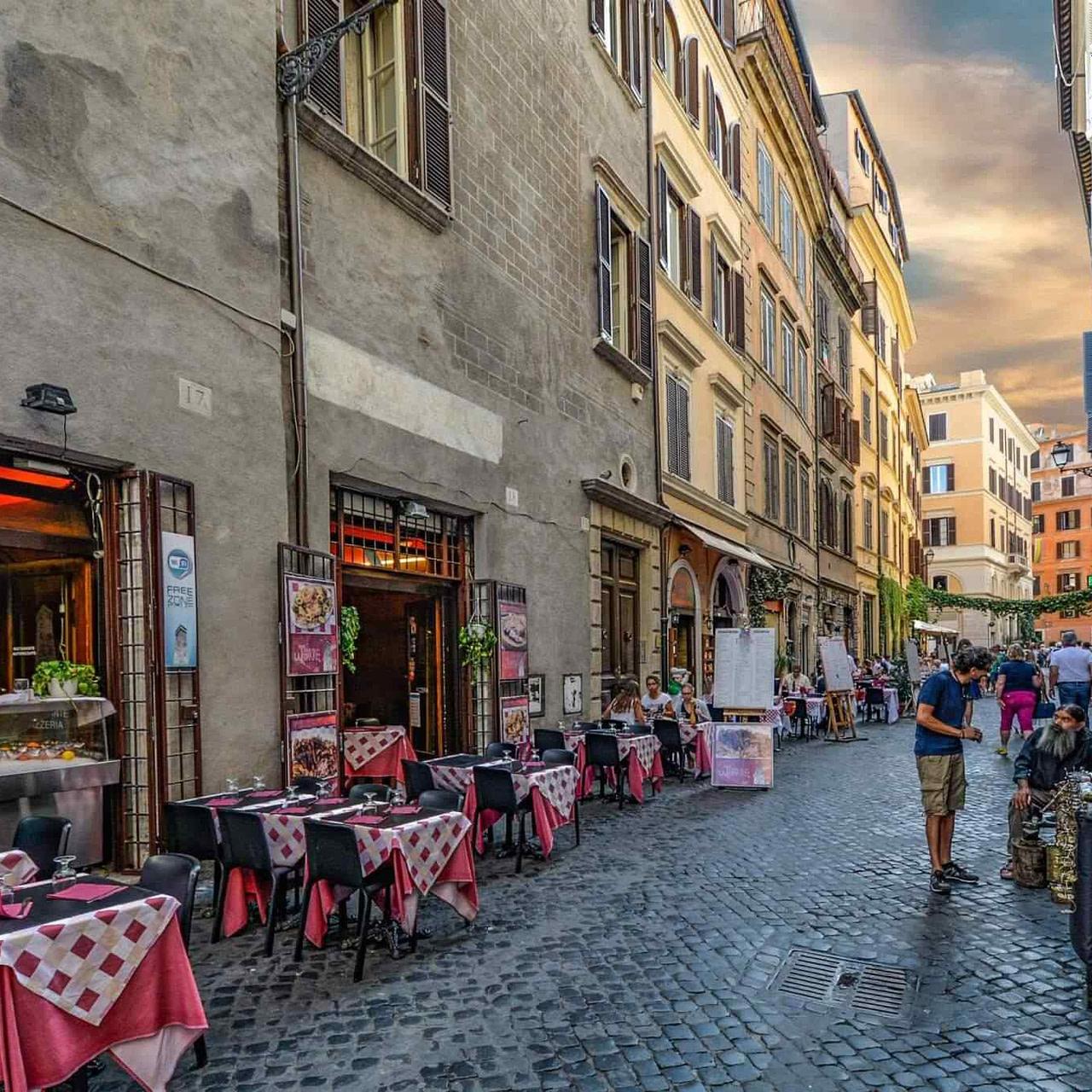 https://mlohvc80vfmp.i.optimole.com/KzqGvII-QPdgdVeX/w:1280/h:1280/q:90/rt:fill/g:ce/https://www.apperitivo-directory.beer/wp-content/uploads/2017/10/restaurant-italian-6.jpg